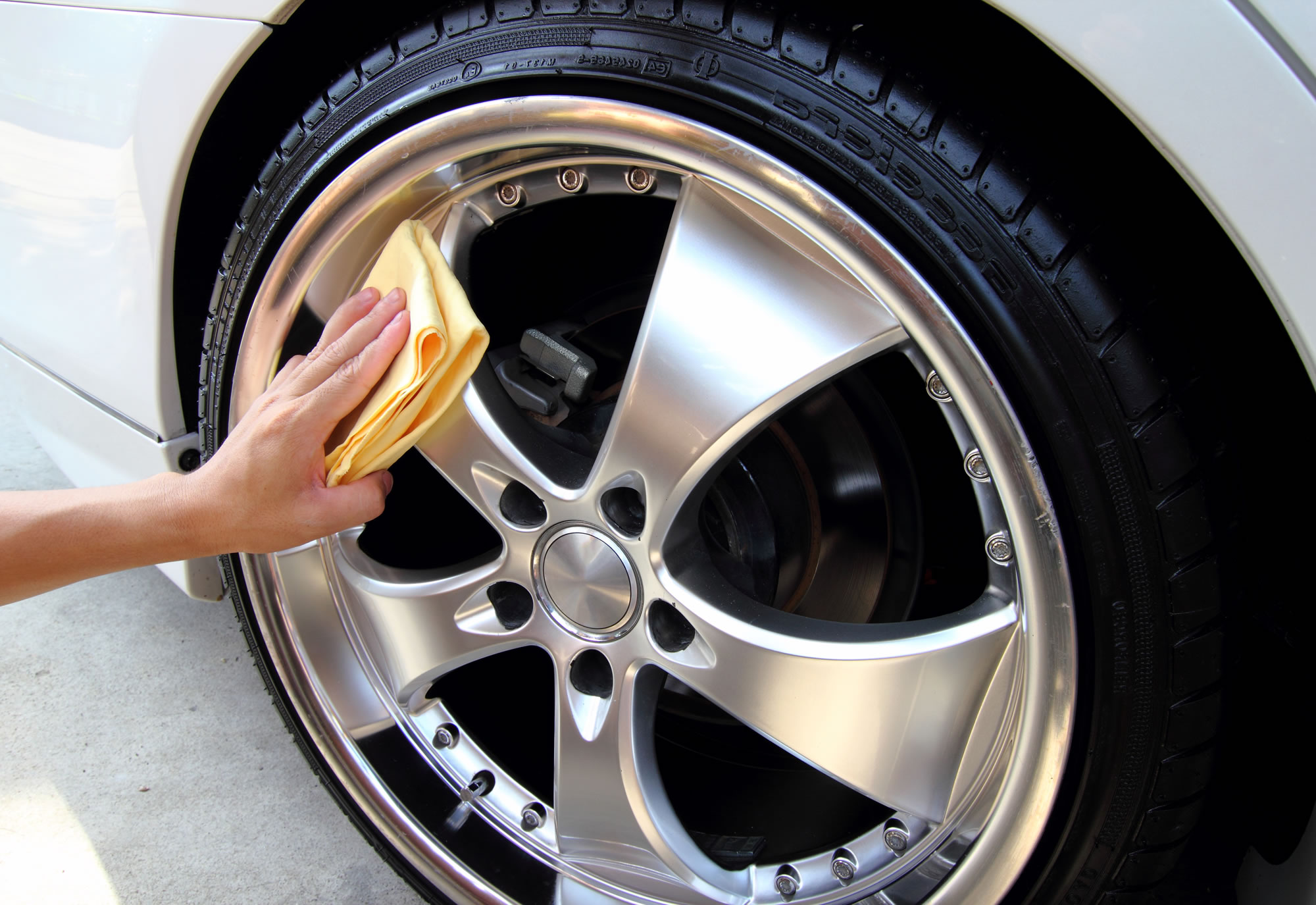 wheels-cleaning